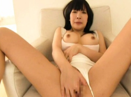 Shizuku Minamichi Asian with firm chest fingers her nasty pussy